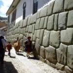 La calle Hatun Rumiyuq en Cusco